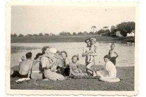 Prázdniny 1939 u rybníka (archiv rodiny Kleinových)