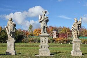 Zespół rzeźb przedstawiających świętych (Wawrzyńca, Jana Nepomucena i Floriana)